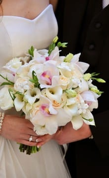 Свадебный букет из лилий: фото и варианты оформления