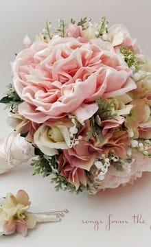Розовый букет невесты: его значение и варианты цветочных композиций