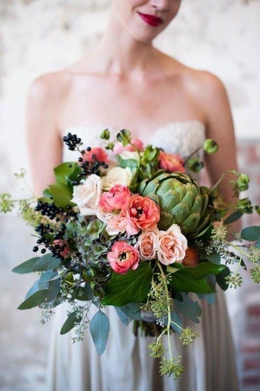 Картинки по запросу свадебные букеты с  акцентом в центре