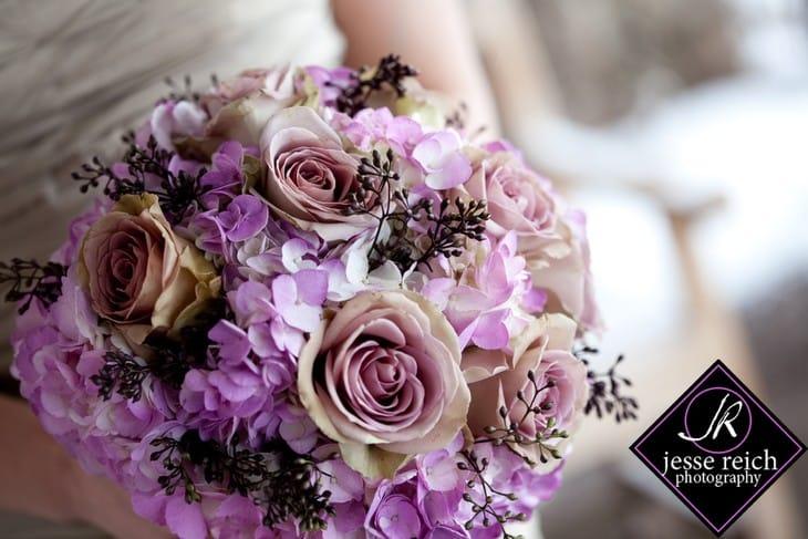 Букеты на свадьбу в сиреневом цвете фото