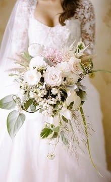 Свадебный букет из эустомы: варианты цветочных композиций