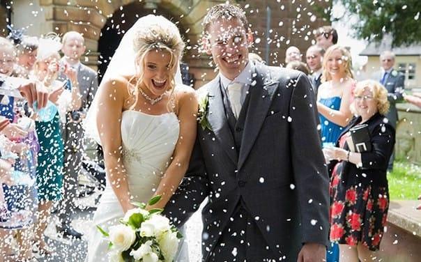 Выход жениха и невесты к гостям