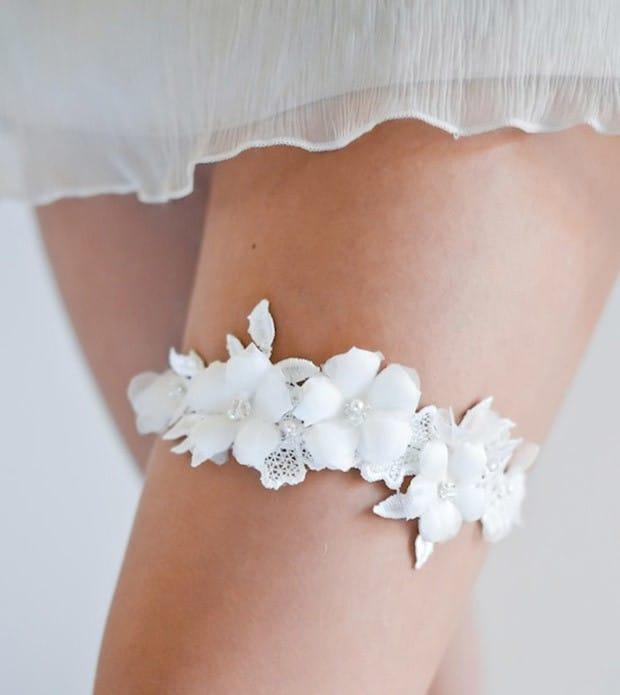 Повязка невесты на ногу