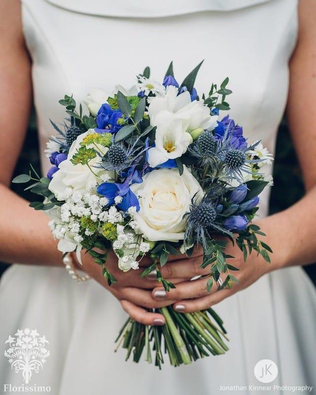 Букеты невесты с голубыми цветами