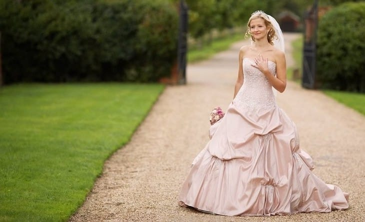 Приметы розовое свадебное платье