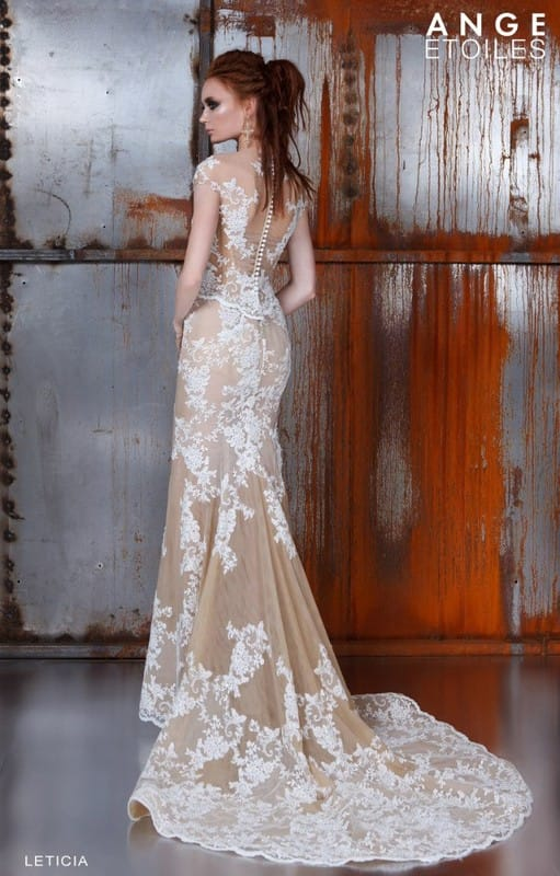 Свадебные кружевные платья со шлейфом