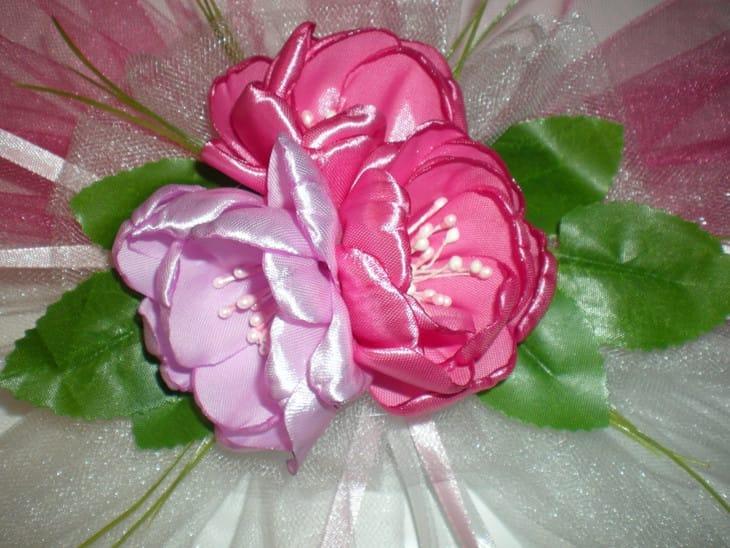 Цветок на руку из атласной ленты
