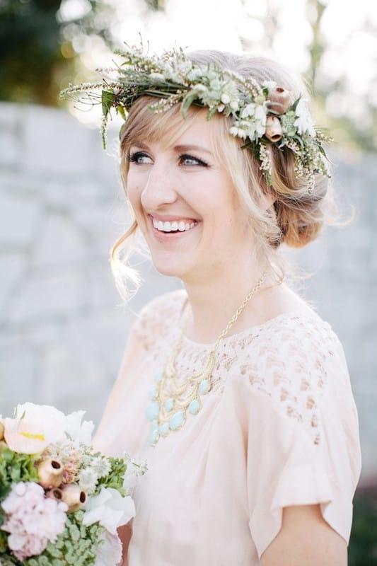 Как крепить живые цветы в короткие волосы хризонтемы букет из калл на свадьбу сколько цветов в букете