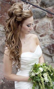 высокие свадебные прически с короной венком и фатой фото