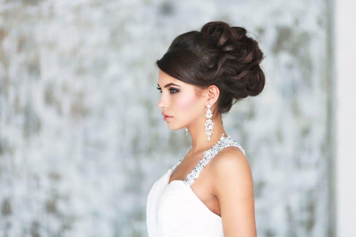 Прическа без фаты на свадьбу