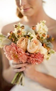 Персиковый букет невесты: фото для вдохновения