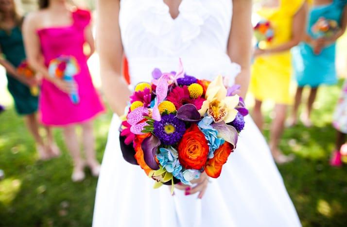 Яркий букет невесты: фото и варианты оформления
